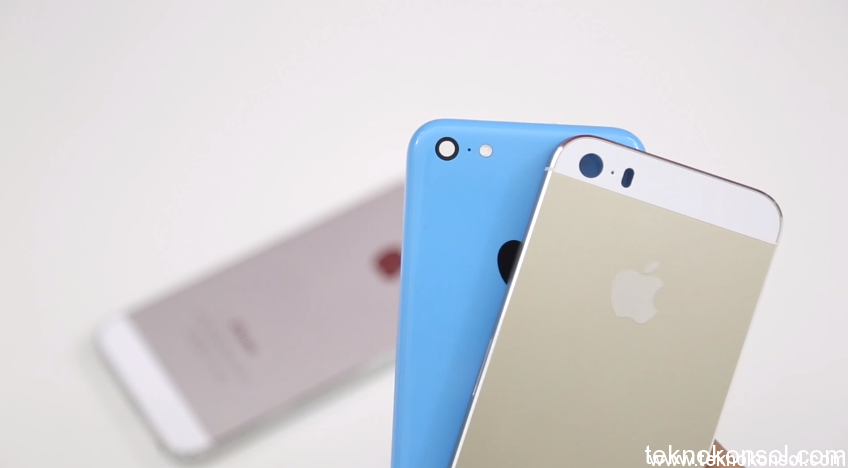 iphone-5s-gold-and-iphone-5c-blue